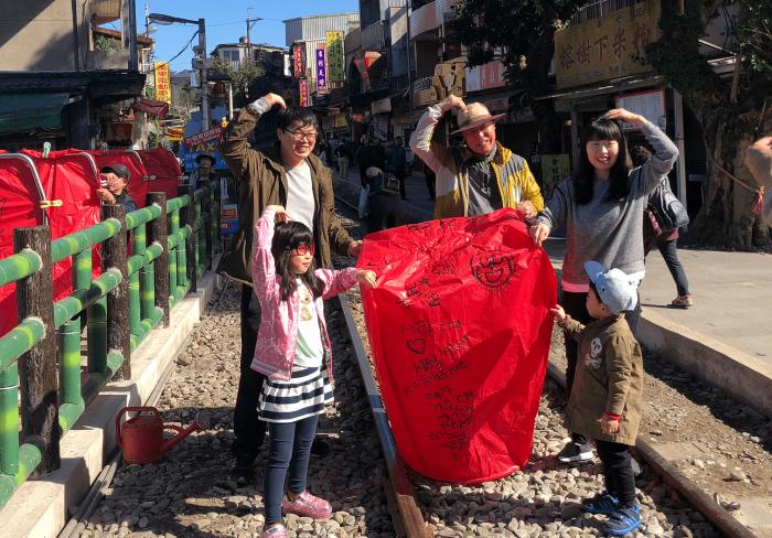1 Day sky lantern and tea experience tour 4